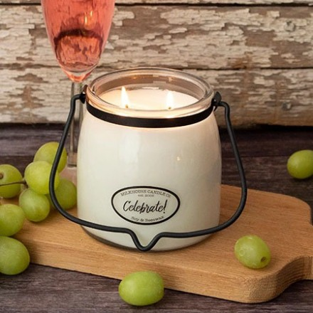 Celebrate średnia świeca Milkhouse Candle